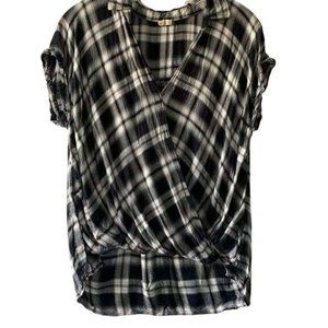 Hollister Black White Short Sleeve High Low Top S